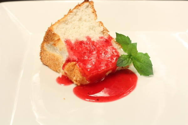 Angel food cake with rasberry